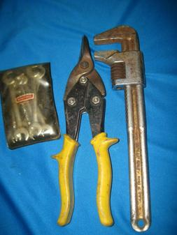 HAND TOOL SET  (PIPE WRENCH, STANLEY SHEET METAL CUTTERS, CR